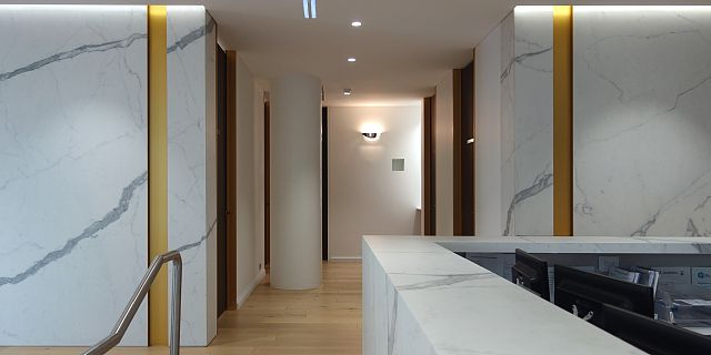 Statuario Matt. MC Medical & Dental by JLArchitects_04 reception-desks.jpg